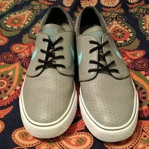 Nike Shoes - Nike SB Stefan Janoski Men's 9 EUC Grey &Turq